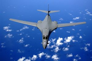 800px-B-1B_over_the_pacific_ocean